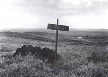 Picture of a wooden cross that marks the grave of a soldier who fell during the  Battle of the Little Bighorn in Montana